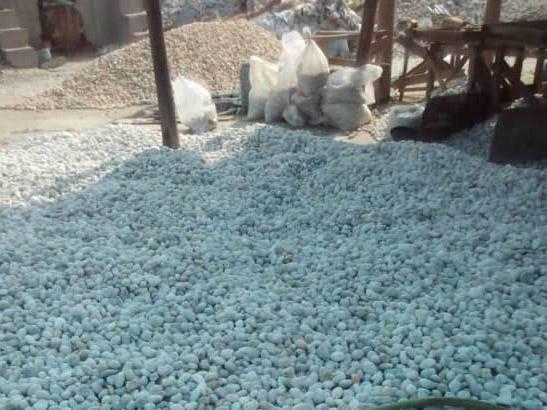 <b>纯白色3-5cm鹅卵石</b>